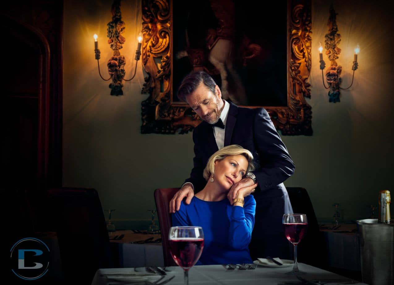 Luxury-hotel-photographer-lifestyle-couple-at-dining-table