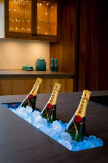 Champagne-on-ice-luxury-hotel-photographer