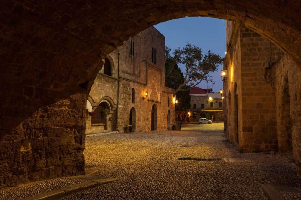 Arch-rhodes-old-town-night