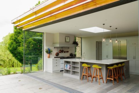 Kitchen-photographer-glass-and-grey-outside-in