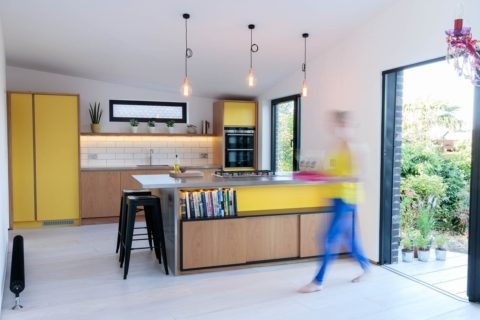 Kitchen-photographer-yellow-with-person